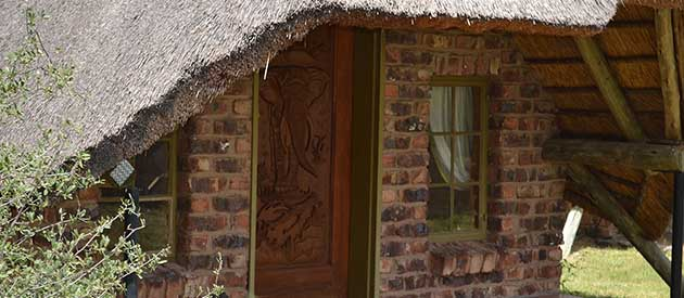 Makhulu Game Lodge & Safari's, Accommodation, Self Catering Chalets, Hunting, Function Venue,   Weddings,  Conference Facilities